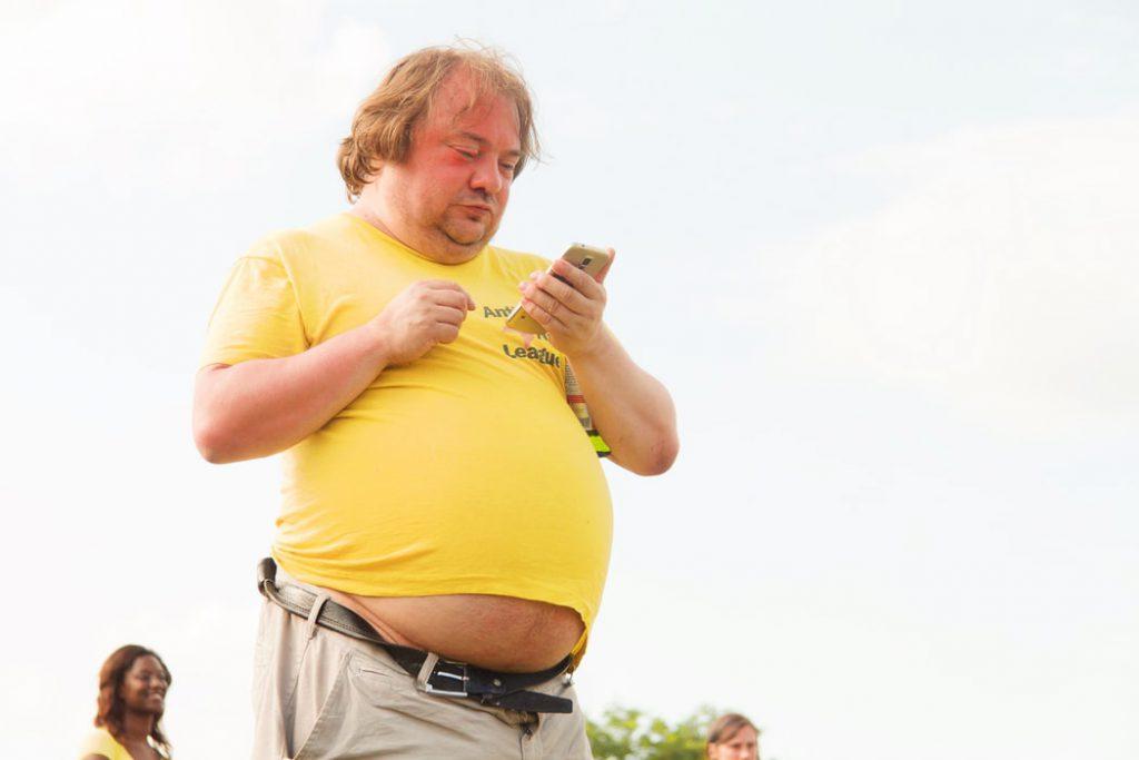 太っている男